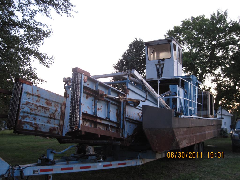 1982 177 Inland Harbor Skimmer Vessel